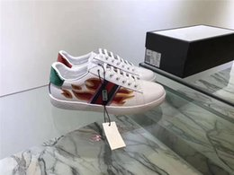 Wholesale Hard Cock - 2017 New White Leather Flats sneakers men women Classic Casual Shoes python tiger bee Flower Embroidered Cock Love sneakers SZ 36-44