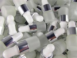 Canada 50pcs / lot 1 ml 2 ml 3 ml 5 ml parfum huiles essentielles bouteilles de bouteilles de compte-gouttes en verre dépoli verre flacons avec pipette pour cosmétique Offre