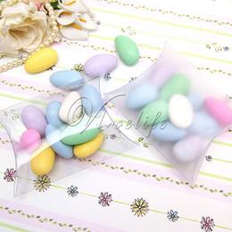 2019 klare pvc-kisten für süßigkeiten Großverkauf-100Pcs / lot neue Art-Kissen-Form-süßer Pralinen-Kasten, der Geschenk-Kasten für Hochzeitsfest-Bevorzugungs-Dekor-Matt- / freies PVC-Großverkauf verpackt rabatt klare pvc-kisten für süßigkeiten