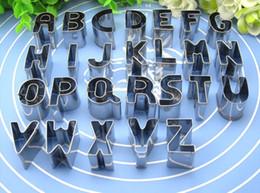 Cortadores de cookie letras on-line-26 Pçs / set Inglês Letras Biscuit Mould DIY Bolinhos De Aço Inoxidável Biscoito De Cozimento Cortador A-Z Bolo Biscoito Moldes de Bolinhos Ferramentas