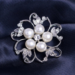 Wholesale Cheap Diamond Brooches - Pearls Flower Diamonds Shinning Bridal Jewelry Women Brooches Elegant Gifts Custom made Top Quality Cheap Free Shipping WWL