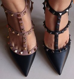 2017 оптовик Европейской станции Новый V заклепки шипами каблуки лакированной кожи женщин Леди высокий каблук обуви сандалии от