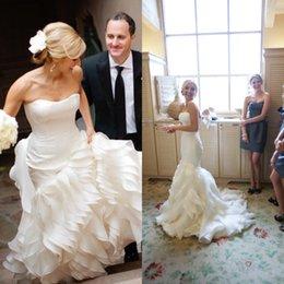 robe de mariée taille plus Promotion Robes de mariée à volants uniques sirène sans bretelles Fit et évasé jupe à volants tribunal train robes de mariée couches plus la taille sur mesure