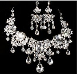 Wholesale Tennis Earrings Necklace - 2015 Exquisite Bride's Necklace And Earrings Fashionable Flower Crystal Diamond Necklace And Earrings Pretty Pendant Wedding Accessory