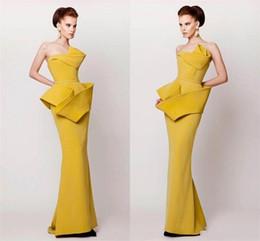 vestidos de noche estilo vaina Rebajas Vestidos de noche de estilo árabe árabe amarillo 2016 vaina acanalada satén vestido de fiesta longitud del piso de la cremallera espalda Vestidos de fiesta vestido del desfile