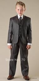 vestito di nozze grigio del carbonio Sconti Di alta qualità tre pulsanti grigio carbone tacca bavero ragazzo abbigliamento formale Occasione bambini smoking smoking abiti da festa (giacca + pantaloni + vest + cravatta) K52