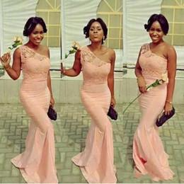 Vestidos elásticos top bridesmaids on-line-2019 elegante rosa sereia da dama de honra vestidos de renda top ne ombro elástico de cetim sereia maid of honor vestido de hóspedes do casamento