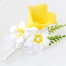 Wholesale Groom Brooch Boutonniere - 6pc PU Prom Wedding Church Decor Artificial Calla Lily Frangipani Groom Suit Boutonniere Corsage Flower Brooch Pin Yellow FL1746