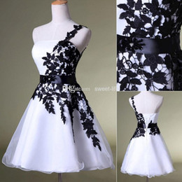Wholesale Homecoming Dresses Cheap - 2015 Cheap Short Homecoming Dresses White and Black One Shoulder Lace Belt Beaded Tulle Gowns for Prom Cocktail 8th College Graduation Dress