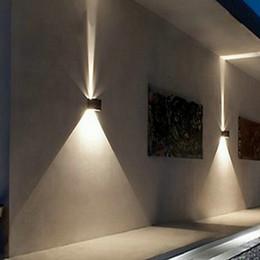 arriba abajo de la pared Rebajas La pared exterior LED 12w se ilumina hacia arriba IP65 a prueba de agua Blanco Negro Moderno Apliques de pared Lámpara 220 V 110 V Exterior Iluminación para el hogar