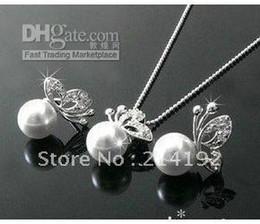 Boucles d'oreilles en perles argentées en Ligne-Ensemble de collier et boucles d'oreilles en argent avec perle blanche et papillon