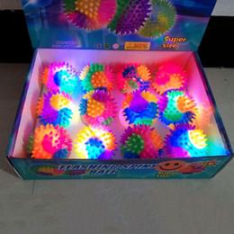 Articoli di festa di compleanno dei capretti online-Multi colore lampeggiante Light-Up Spiky gomma gonfiabile stress palla Sensory Fidget giocattolo per bambini festa di compleanno Articoli allegri