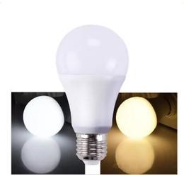 Ángulos de plástico online-Bombilla LED regulable de alto brillo 900Lm 9W 2835 Bombillas LED Plástico blanco Aluminio Luz 220 Ángulo blanco frío blanco cálido AC110-220V CRI 80Ra