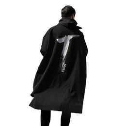 Gabardinas para hombres 2018 Spring Long Thin para hombres Windbreaker Gabardinas de impresión Outwear con capucha Cordón impermeable a prueba de viento negro sobre desde fabricantes