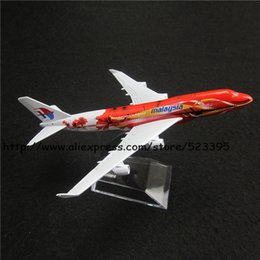 Wholesale Boeing Airplane - Wholesale-16cm Alloy Metal Airplane Model Malaysia Air B747 400 Airlines Boeing 747 Airways Plane Model W Stand Aircraft Toy Gift