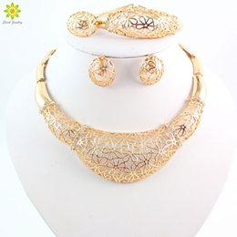 Wholesale Big Chunky Fashion Jewelry - Vintage Noble Flower Pattern Rhinestone Chunky Necklace Big Choker Necklace Fashion Jewelry Gold Jewelry Sets For Women