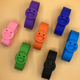R armband online-Baby Klatschen Kreis Lächeln Gesicht Silikon Mückenschutz Armband Kinder Outdoor Anti Moskitos Handschlaufe 2 6sd C R