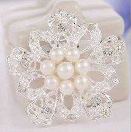 Wholesale Fashion Jewelry Silver Tone Plated Clear Crystal Rhinestone Pearl Flower Shape Carved Full Shining Brooches and Pins Bridal X00113