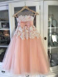 Wholesale Peach Sweetheart Neckline - Vintage Little Flower Girls Dresses Peach Sweetheart Sleeveless Lace Appliques Sheer Neckline First Communion Dresses Girls Party Gowns