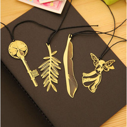 Wholesale Bookmarks Animal - 1 PCS Hot Sale Exquisite Golden Animal Feather Bookmark Fiction Magazine Office School Supplies order<$15 no tracking