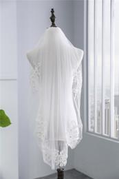 Véu de casamento de camada única on-line-2018 Nova Chegada Única Camada de Renda Borda Véus De Noiva Da Floresta Curta com Pente de Alta Qualidade Branco Marfim Véus De Noiva