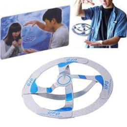 mazos de cartas de bicicleta Rebajas Amazing Mystery Flocating UFO Flying Disk Saucer Magia Truco fresco Juguete Niños Niños Juegos creativos Regalo