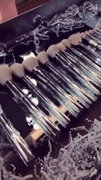 Wholesale Gift Bags Retail - Retail Kylie Brush Set Kylie silver brush 16pcs set with a bag best gift for 2018 new year and Valentines Day