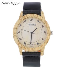 Wholesale vintage glass patterns - Round Vintage Wooden Dial Watch Genuine Bird Pattern Leather Classic Quartz Watches for Men Women Accept OEM Dropshipping