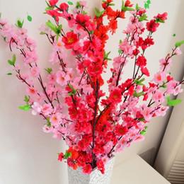 2019 fiore di ciliegio fiori artificiali all'ingrosso 10pcs / lot all'ingrosso 65cm rami artificiali della pesca Cherry Blossom fiori di seta Casa decorazione floreale di nozze sconti fiore di ciliegio fiori artificiali all'ingrosso
