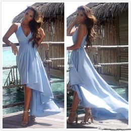 Vestito di lunghezza di tè del cielo blu online-Sky Blue High Low 2017 A Line Prom Dresses Scollo a V senza maniche in Chiffon Lunghezza del tè Custom Made Party Formali da spiaggia abiti da sera
