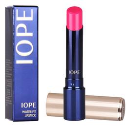 Párrafo de encanto online-Venta al por mayor-4pcs / lot barras de labios auténticas del maquillaje de la marca IOPE Nutre los labios Batoms encantadores WNW el mismo párrafo brillo de maquillaje Envío gratis