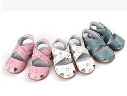 Wholesale Toddlers Girls White Flower Sandals - Wholesale-girls sandals genuine leather soft toddler shoes white closed toe summer shoes Rome sandals flower cutouts for Alsa in