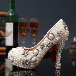 marfil zapatos de boda perlas diamantes Rebajas Nueva moda blanco marfil flor perla nupcial vestido de novia zapatos de lujo Crystal Diamond mujeres bombas zapatos de tacones altos