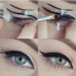 Идеальный шаблон для бровей онлайн-Wholesale-2pcs Perfect Cat Eye & Smokey Eye  Eyeliner Models Template Top Bottom Eyeliner Card Auxiliary Tools Eyebrows Stencils