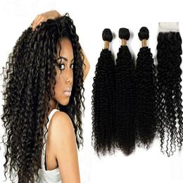 Kinky bouclés vierge brésilienne armure de cheveux 3 faisceaux avec une partie libre de dentelle fermeture 100% des extensions de cheveux humains usine prix peut être teint ? partir de fabricateur