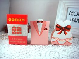 Wholesale Dresses Favor Boxes - The bride 50pcs+50pcs groom Western Dress Happiness Wedding Favor Boxes gift box Personality and Creative Candy Box