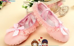 Wholesale Lace Bow Slippers - Girls canvas ballet slippers baby girls lace falbala Bows ballet danceing pageant shoes winter kids velvet gym fitness practise shoe R0943