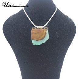 Wholesale Wood Necklace Necks - High Quality Woman Sweater Ornament Resin Wood Acrylic Necklace With Antique Style Pendant For Neck Decoration