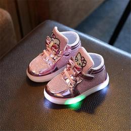 Gato das sapatas de couro das meninas on-line-Levou Sapatos Iluminados Bebê Meninos Meninas Dos Desenhos Animados KT Gato Luminoso Sapatos Crianças Botas de Couro Macio Ocasional Criança Sapatos Brilhantes Coloridos