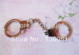 polizei-manschetten Rabatt Vintage Silber Polizei Handschellen Schlüsselanhänger DAUMENSCHELLEN Charms für Schlüssel Auto Tasche Schlüsselanhänger Handtasche Paar Schlüsselanhänger Geschenke Handwerk Zubehör