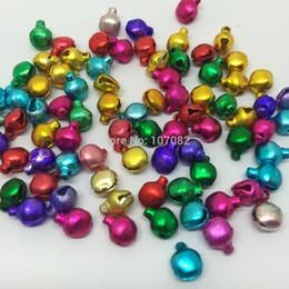 Jingle bells artesanato on-line-Atacado-frete grátis 1000pcs 8mm Natal misturado Jingle Bells Chaveiro encantos Lacing Bell para Natal Santa DIY Jewelry Making Crafts