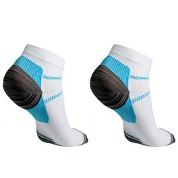 Wholesale Wholesale Unique Heels - 2016 Rushed Unique New Arrival Plantar Fasciitis Heel Arch Pain Relieving Compression Sport Socks Best Gift To Cool Men Boys
