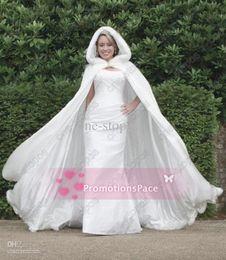 fauxpelz formale jacken schals Rabatt Plus Size Bridal 2015NewWhite Velvet Winter Wedding Accessories 2014 Winter Weiß Hochzeit Mantel Cape Kapuze mit Pelzbesatz Lange Brautjacke