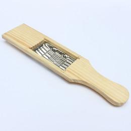 Ralladores de papa online-Vegrtable ralladores de acero inoxidable astillas de patata rábano herramientas de cocina de seda Durable mango de madera Rallador de calidad superior 1 2qp B