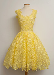 Wholesale Sexy Mini Dress Yellow - Luxury Unique Lace Party Dresses Vintage Knee Length Chic Popular Evening Gowns Women Capped Short Custom Made Real Image Modest Party Dress
