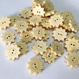 Accesorios de embalaje de ropa online-100-Pack botones de girasol de madera gemelos botón de la ropa botón de la flor del láser niños ropa decoración, accesorios de decoración de joyas