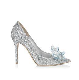 2019 pattini bianchi del tallone di 3cm Cinderella Crystal Shoes High Heeled Women Splendidi occhiali Bling argento strass da sposa scarpe da sposa di diverse dimensioni Prom Party