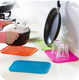 Wholesale Thick Silicone Mat - European style home anti-scalding insulation pad, dining table large non-slip potholders, thick waterproof coasters mat bowls