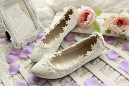 Wholesale Cheap Ballet Point Shoe - 2015 White Lace Wedding Shoes Pearls Beading Applique Fashion Bridal Shoes Hand Made Cheap Modest Sexy Elegant Free Shipping In Stock New