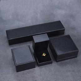 Argentina Classic Black Jewellery Box de cuero con papel de terciopelo Insertar joyas de regalo Ring colgante con encanto Bracelet Bangle Earrings Packaging Cajas Suministro